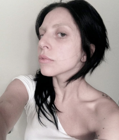 lady-gaga-2013-no-makeup-artpop-little-monsters-400x470