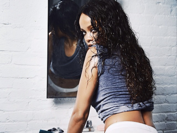 rihanna-esquire-uk-photoshoot-naked-nude-51-580x435